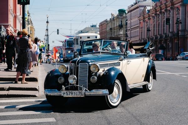 Парад ретро-транспорта
