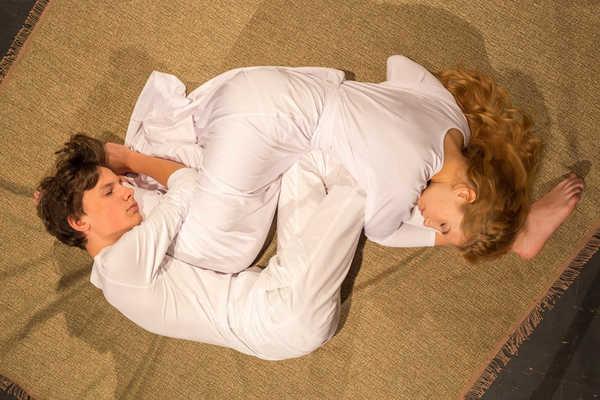 Юная любовь в пяти театральных измерениях