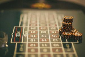 Карты, деньги, два стола