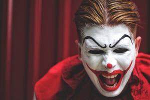 Все любят клоунов. Глава 1