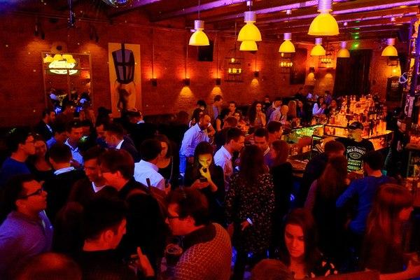H2 Hudson bar