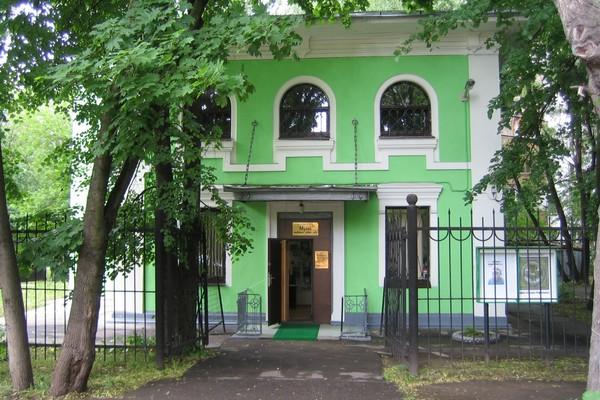 "Музейно-выставочный центр ""Дача"""