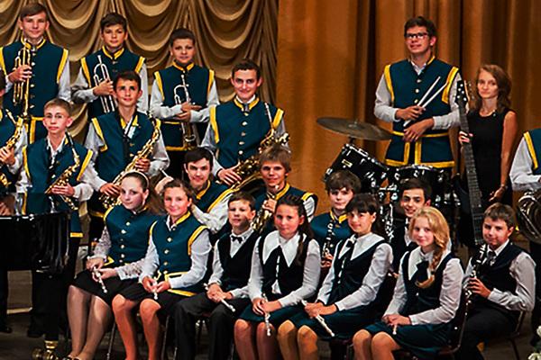Вдруг оркестр грянул в трубы — ликовали небеса!