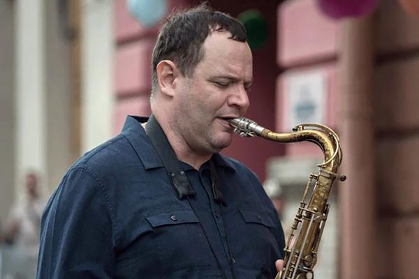 Золотой саксофон Нью-Йорка Тодд Херберт