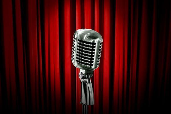Открытый микрофон историй