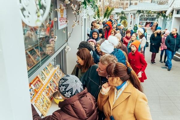 """""""Пасхальный дар"""" на площади Революции"""