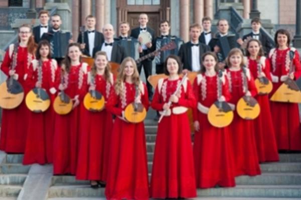 В День Победы - 2 оркестра, 100 исполнителей