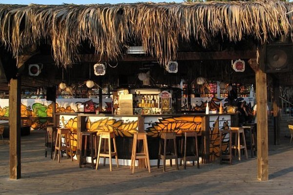 Коктейль-бар на пляже Гренада