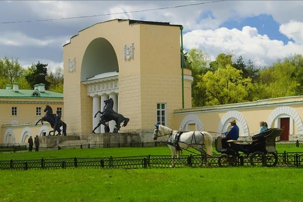 на конном дворе усадьбы Влахернское-Кузьминки