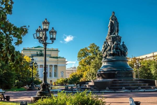 Площадь Островского