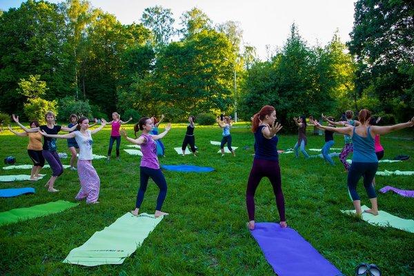 Йога в парке Сокольники