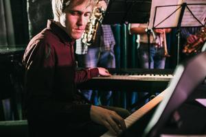 Романтический джаз. Вячеслав Жижилев (фортепиано) и Борис Жвакин (саксофон)