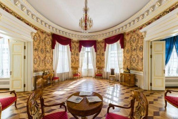 Классики во дворце