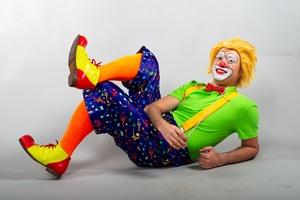 Клоун-дирижер и народный оркестр