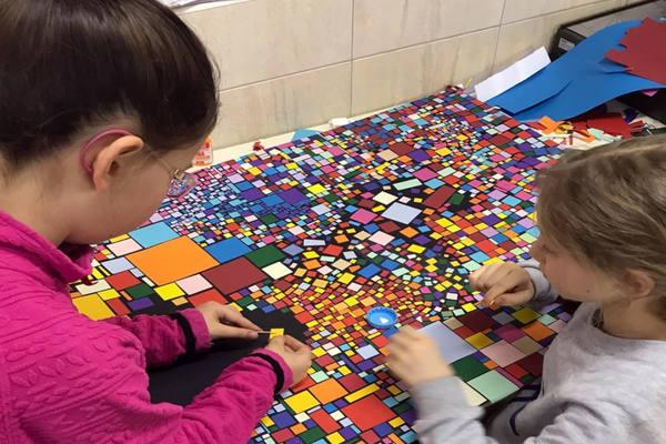 Выставка архитектурной детской студии «Кисель»