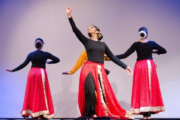 Индийские танцы, ханг-драмы и песочная анимация