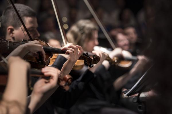 Российский национальный оркестр, дирижёр — Джозеф Олефирович