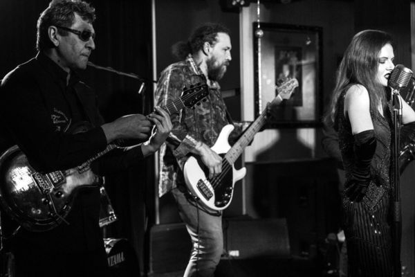 Old Oyster Band. Джаз на сцене White Night
