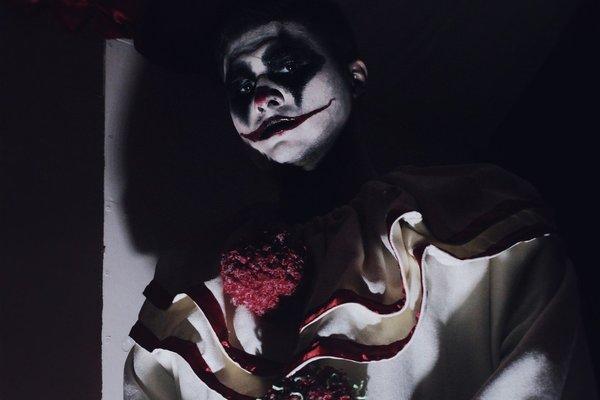 Все любят клоунов. Глава 2