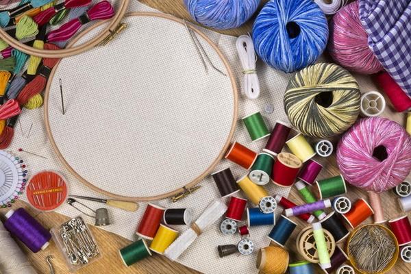 Оформление вышивки в игольницу-батончик