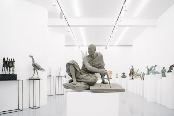 Скульптура здесь