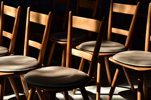 Однажды в Москве. За стульями