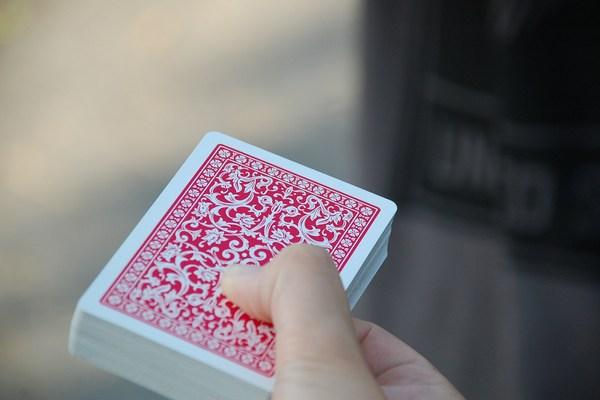 Алиса в королевстве карт