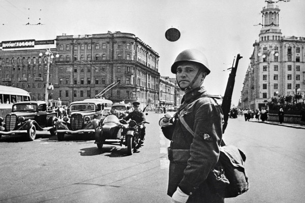 Военные будни Москвы