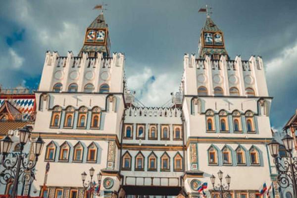 Яркие краски Измайловского Кремля