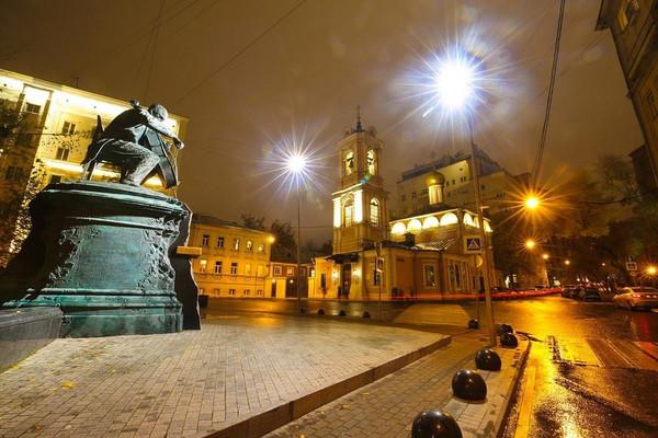 Москва - Тверская. Лев в масле