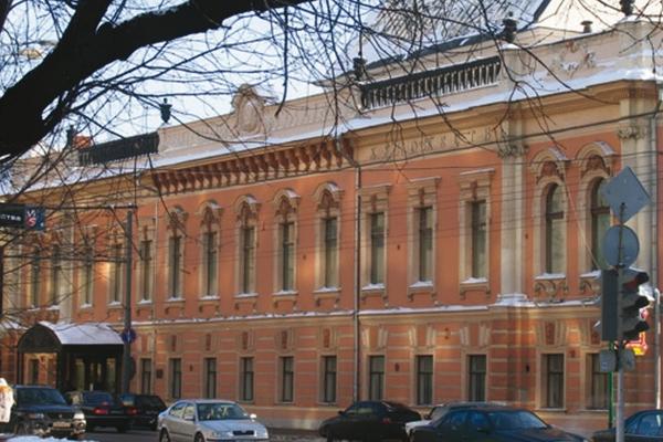 Выставочные залы и президиум Российской академии художеств