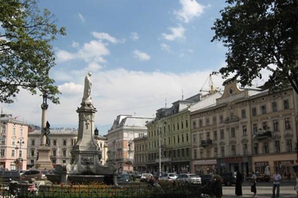 Площа Мицкевича