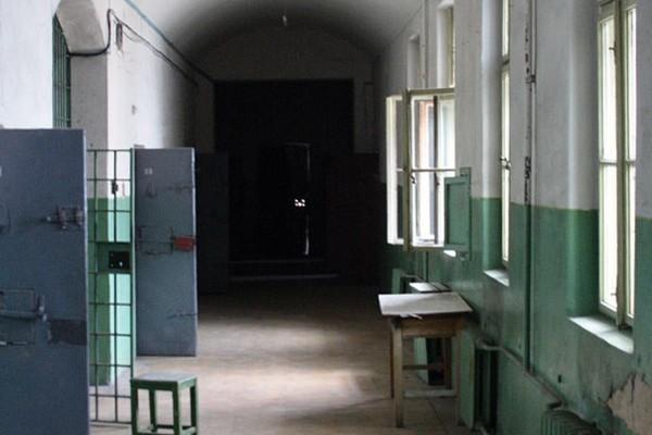 Тюрьма на Лонцкого