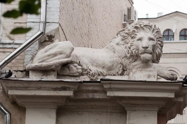 Дом со львами