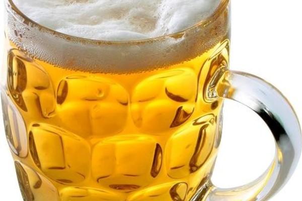 Happy People бесплатно угощает «Чешским» живым пивом и квасом!