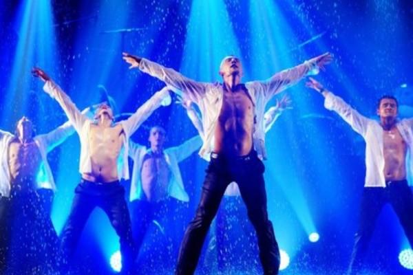Танцевальное шоу «Под дождем»