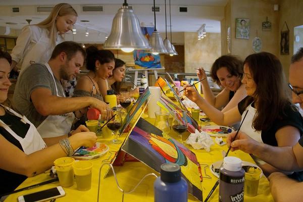 Арт-вечеринки Artistnight: рисуем с вином