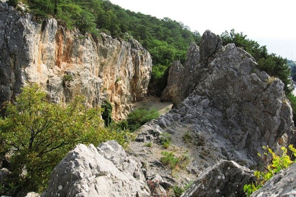 Никитская расщелина