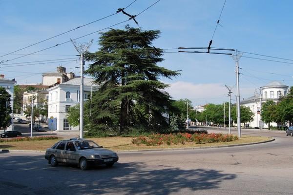 Площадь Ушакова