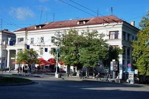 Площадь Лазарева