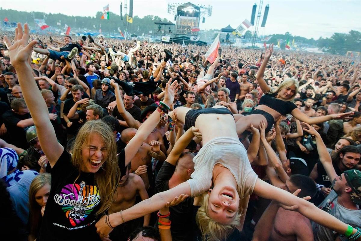 Много фото секс на толпе народа