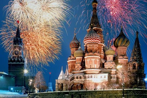Новогодние фейерверки в Москве