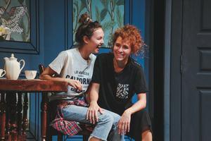 Поднимаем настроение: комедии в театре