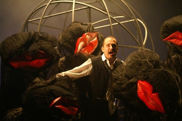 Литература на языке театра: 10 спектаклей по культовым произведениям